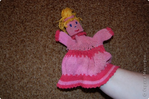 это кукла на руку я ее вязала лет 8 назад.