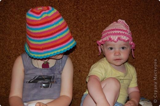 две систрички в разных шляпках фото 1