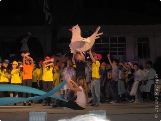 Оформление сцены.Представление проходило вечером на территории школы. фото 10