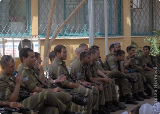 Приветствие солдат. фото 2