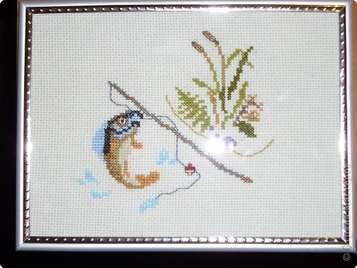 эту работу я вышивала на день рожденье нашему куму, он у нас рыбак фото 1