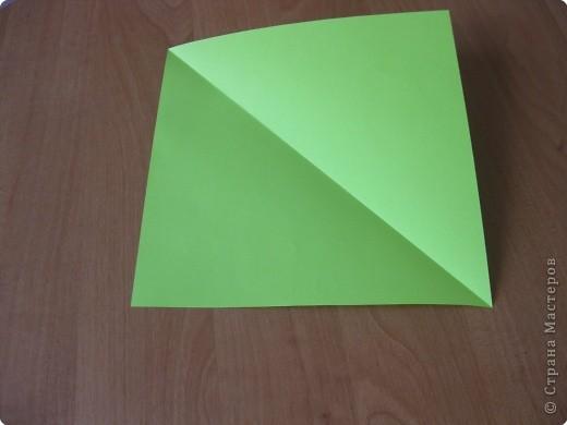 Я впервые делаю МК. Не знаю ,будет ли все понятно. Итак, берем квадратный лист бумаги и намечаем диагональ. фото 1