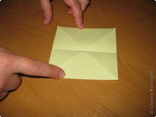 """Автора модели не знаю. Искала в разных источниках - пишут, что схему взяли из книги С.Соколовой """"Бумажные цветы, букеты, кусудамы"""". Может она автор?  Эта кусудама состоит из 12 цветов. Каждый цветок- из 4 деталей. Диаметр 12 см фото 5"""