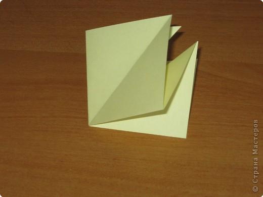 """Автора модели не знаю. Искала в разных источниках - пишут, что схему взяли из книги С.Соколовой """"Бумажные цветы, букеты, кусудамы"""". Может она автор?  Эта кусудама состоит из 12 цветов. Каждый цветок- из 4 деталей. Диаметр 12 см фото 8"""