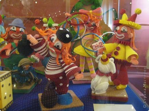 В Дарвиновском музее проходила выставка Бумагомагия, которую организовал Центр Корейского бумажного творчества, которым руководят госпожа Им Сон Ми и Ли Тамара Владимировна. Все работы, представленные на выставке - это работы мастеров Цента Корейского бумажного творчества фото 13