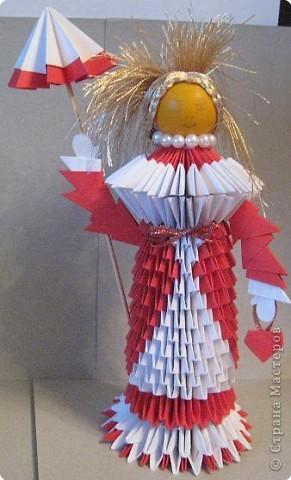 Кукла изготовлена методом модульного оригами. Волосы - из нитей. фото 1