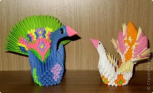 """Тот, который поярче, - из моих любимых блочно-клеевых модулей, накрученных в """"пробках"""" по дороге на дачу :) Птица с финтифлюшным хвостом сделана за один вечер. фото 1"""