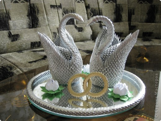 Оригами модульное: Пара лебедей в подарок родителям фото 1