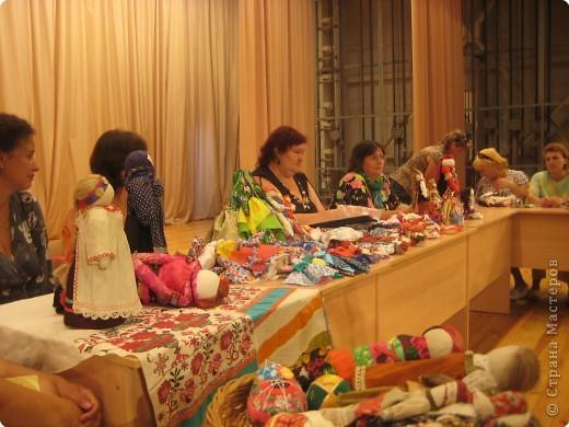 Сегодня к нам приезжали из областного центра по прикладному искусству, и привозили кукол нашей Липецкой области...Оказалось их столько много и каждая кукла имеет свое назначение....Семинар прошел так интересно, и также проводили МК по изготовлению куклы.. фото 1