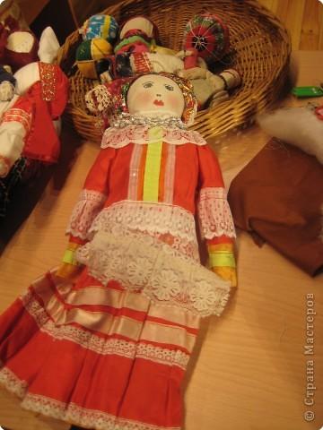 Сегодня к нам приезжали из областного центра по прикладному искусству, и привозили кукол нашей Липецкой области...Оказалось их столько много и каждая кукла имеет свое назначение....Семинар прошел так интересно, и также проводили МК по изготовлению куклы.. фото 3