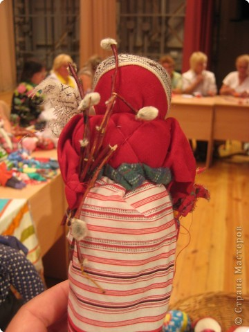 Сегодня к нам приезжали из областного центра по прикладному искусству, и привозили кукол нашей Липецкой области...Оказалось их столько много и каждая кукла имеет свое назначение....Семинар прошел так интересно, и также проводили МК по изготовлению куклы.. фото 5
