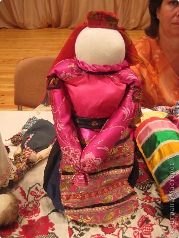 Сегодня к нам приезжали из областного центра по прикладному искусству, и привозили кукол нашей Липецкой области...Оказалось их столько много и каждая кукла имеет свое назначение....Семинар прошел так интересно, и также проводили МК по изготовлению куклы.. фото 9