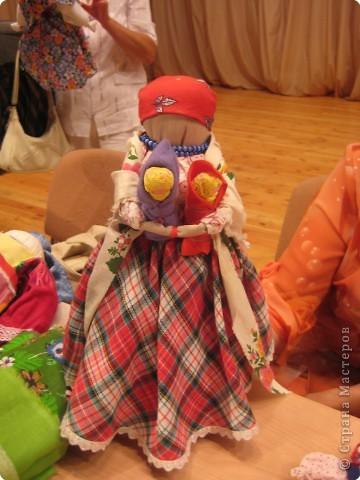 Сегодня к нам приезжали из областного центра по прикладному искусству, и привозили кукол нашей Липецкой области...Оказалось их столько много и каждая кукла имеет свое назначение....Семинар прошел так интересно, и также проводили МК по изготовлению куклы.. фото 13