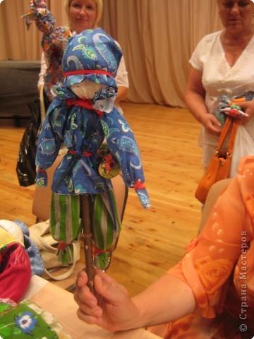 Сегодня к нам приезжали из областного центра по прикладному искусству, и привозили кукол нашей Липецкой области...Оказалось их столько много и каждая кукла имеет свое назначение....Семинар прошел так интересно, и также проводили МК по изготовлению куклы.. фото 14