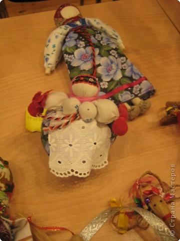 Сегодня к нам приезжали из областного центра по прикладному искусству, и привозили кукол нашей Липецкой области...Оказалось их столько много и каждая кукла имеет свое назначение....Семинар прошел так интересно, и также проводили МК по изготовлению куклы.. фото 15