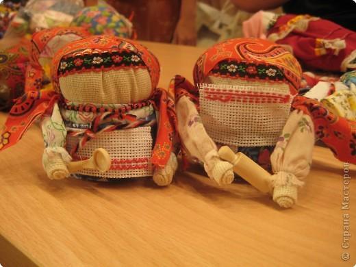 Сегодня к нам приезжали из областного центра по прикладному искусству, и привозили кукол нашей Липецкой области...Оказалось их столько много и каждая кукла имеет свое назначение....Семинар прошел так интересно, и также проводили МК по изготовлению куклы.. фото 17