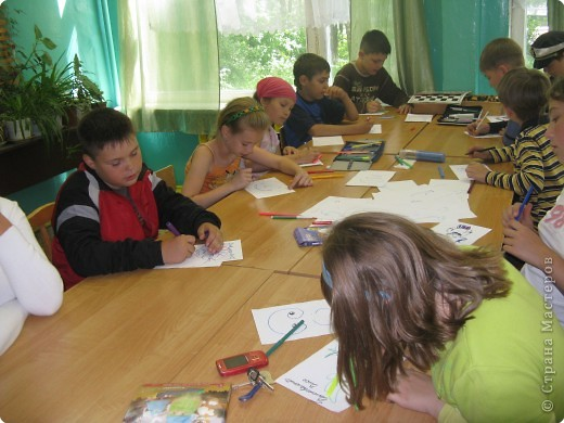 На столах были разложены листы с различными закорючками фото 2