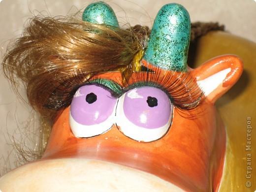 """Общий вид коровки в разных ракурсах. В таком виде, эта поделка была выставлена на Новогодний конкурс в """"Красном Кубе"""". По количеству баллов  и среди поощрительных призов она заняла 30 место из около полутора тысяч коровок конкурсанток. фото 5"""