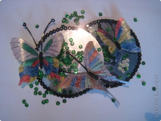 Бабочки изготовлены из пластиковых бутылок...
