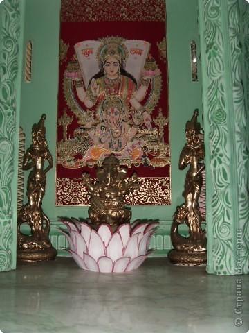 Глядя на миниатюрные создания, что нам показала Людмила вспомнила, что когда ездили в горы отдыхать видели там в палатке выставку храмов мира.К сожалению не запомнила фамилии авторов этих шедевров.Прошу у них прощения за это.Индийский храм. фото 2