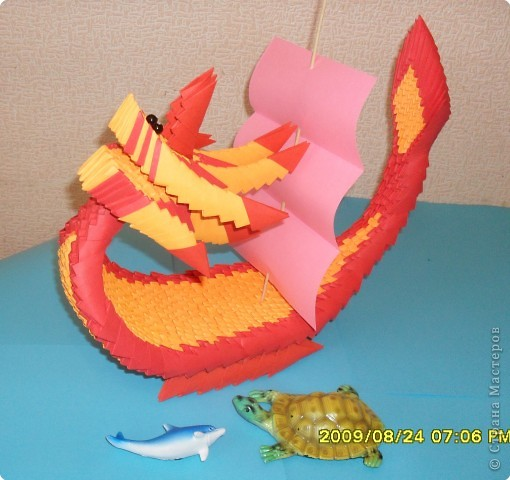 Вот и моя лодка - дракон. Модули А4/16. Высота 25см, длина 30см. фото 1