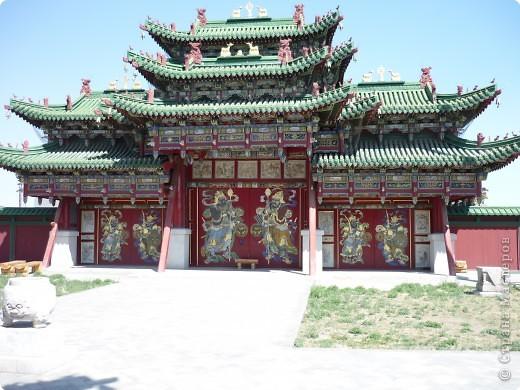 42-х метровая статуя Чингис- хана. Монголы почитают Чингис-хана как величайшего героя и реформатора, почти как воплощение божества. фото 9