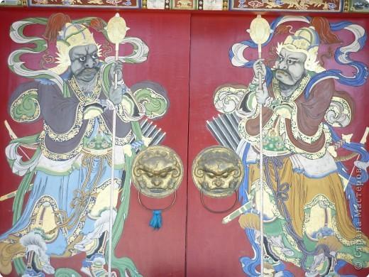 42-х метровая статуя Чингис- хана. Монголы почитают Чингис-хана как величайшего героя и реформатора, почти как воплощение божества. фото 10