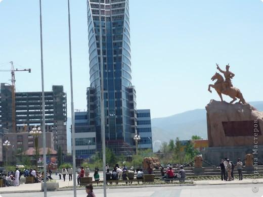 42-х метровая статуя Чингис- хана. Монголы почитают Чингис-хана как величайшего героя и реформатора, почти как воплощение божества. фото 5