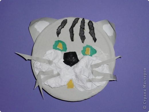 Что можно сделать из бросового материала, например, из круглой коробки от плавленного сыра? А из половинки коробки? А, если отрезать только часть (по хорде)? В Школе Раннего Развития при Дворце Детского Творчества я работаю с детьми 4-6 лет. Вот что мы с детками сделали. фото 8
