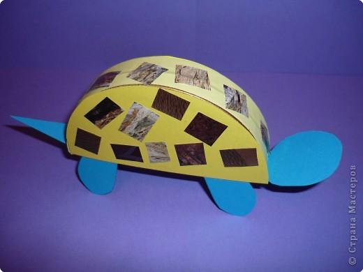 Что можно сделать из бросового материала, например, из круглой коробки от плавленного сыра? А из половинки коробки? А, если отрезать только часть (по хорде)? В Школе Раннего Развития при Дворце Детского Творчества я работаю с детьми 4-6 лет. Вот что мы с детками сделали. фото 16