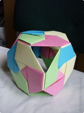 """Кубики выполнены из 6-ти модулей (т.е. одинаковых деталей). У нас в кружке """"Волшебство бумаги"""" целая коллекция кубиков.Есть закрытые, которые можно использовать как киндерсюрприз, есть кубики с """"окошками"""", а есть совсем ажурные. фото 3"""