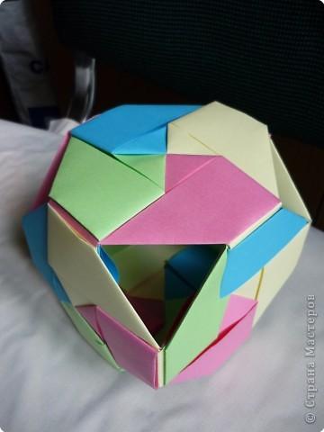"""Кубики выполнены из 6-ти модулей (т.е. одинаковых деталей). У нас в кружке """"Волшебство бумаги"""" целая коллекция кубиков.Есть закрытые, которые можно использовать как киндерсюрприз, есть кубики с """"окошками"""", а есть совсем ажурные. фото 4"""