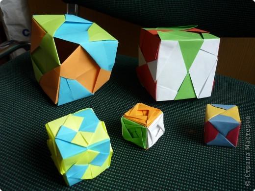 """Кубики выполнены из 6-ти модулей (т.е. одинаковых деталей). У нас в кружке """"Волшебство бумаги"""" целая коллекция кубиков.Есть закрытые, которые можно использовать как киндерсюрприз, есть кубики с """"окошками"""", а есть совсем ажурные. фото 2"""