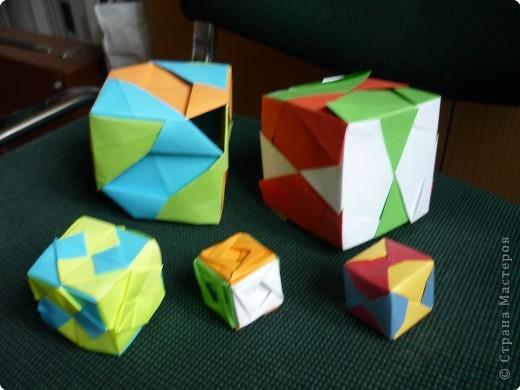 """Кубики выполнены из 6-ти модулей (т.е. одинаковых деталей). У нас в кружке """"Волшебство бумаги"""" целая коллекция кубиков.Есть закрытые, которые можно использовать как киндерсюрприз, есть кубики с """"окошками"""", а есть совсем ажурные. фото 1"""
