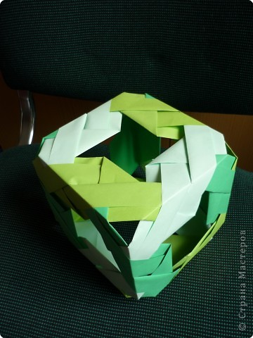 """Кубики выполнены из 6-ти модулей (т.е. одинаковых деталей). У нас в кружке """"Волшебство бумаги"""" целая коллекция кубиков.Есть закрытые, которые можно использовать как киндерсюрприз, есть кубики с """"окошками"""", а есть совсем ажурные. фото 5"""