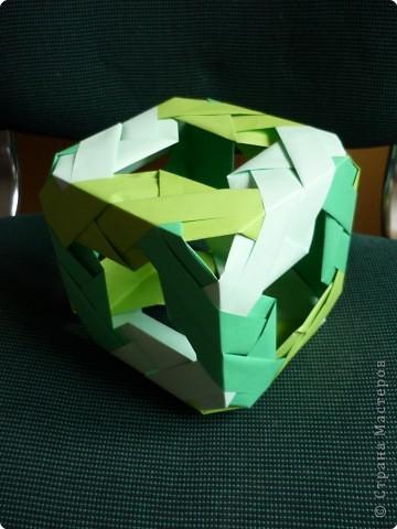 """Кубики выполнены из 6-ти модулей (т.е. одинаковых деталей). У нас в кружке """"Волшебство бумаги"""" целая коллекция кубиков.Есть закрытые, которые можно использовать как киндерсюрприз, есть кубики с """"окошками"""", а есть совсем ажурные. фото 6"""