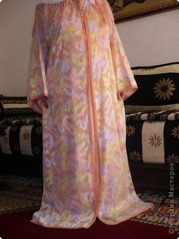 У нас в гостях тётя моего мужа .  И сегодня я познакомила её со Страной  которую люблю посещать. Реакция- восторг!!! По определённым причинам тётя не пожелала показать своего лица \я думаю Вы простите её за это\ , зато она с огромным желанием согласилась поделиться с Вами своим творчеством. Это повседневная одежда мароканки називается-ткшита. фото 5