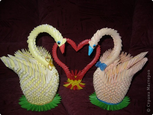 Два лебедя из оригами