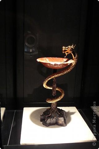 Сальвадор Дали- самый богатый в мире художник,самый известный в мире каталонец.. Он родился, жил, творил и умер в Фигейрасе, осуществив самый грандиозный проект своей жизни: «Театр-Музей».   Громадные яйца покрывающие крышу музея - это любимейшие символы Дали , которые он считал основой жизни… фото 21