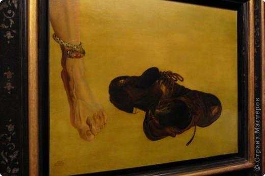 Сальвадор Дали- самый богатый в мире художник,самый известный в мире каталонец.. Он родился, жил, творил и умер в Фигейрасе, осуществив самый грандиозный проект своей жизни: «Театр-Музей».   Громадные яйца покрывающие крышу музея - это любимейшие символы Дали , которые он считал основой жизни… фото 20