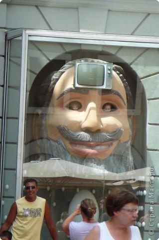 Сальвадор Дали- самый богатый в мире художник,самый известный в мире каталонец.. Он родился, жил, творил и умер в Фигейрасе, осуществив самый грандиозный проект своей жизни: «Театр-Музей».   Громадные яйца покрывающие крышу музея - это любимейшие символы Дали , которые он считал основой жизни… фото 23