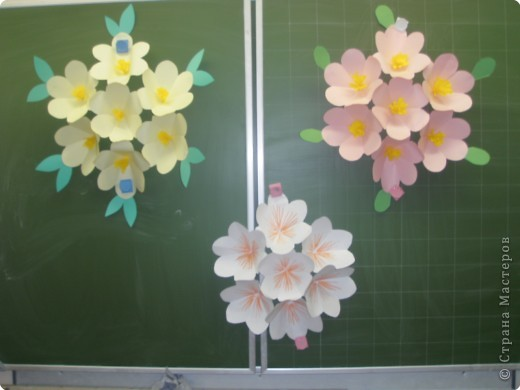 Применим волшебный секрет: измени размер. И цветочки для открытки по МК СвеНик превращаются в замечательное украшение зала к празднику. фото 2