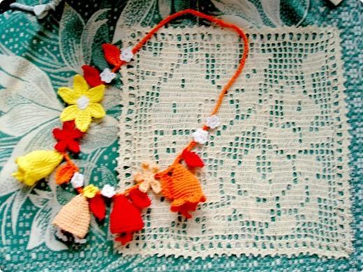 Люблю вязать крючком (раньше вязала всякие кофточки). Но в этом году увлеклась цветами.  Это шапочка для годовалой племянницы. Должна была быть похожа на колокольчик, но, по-моему, больше похоже на голубую ягоду. фото 3