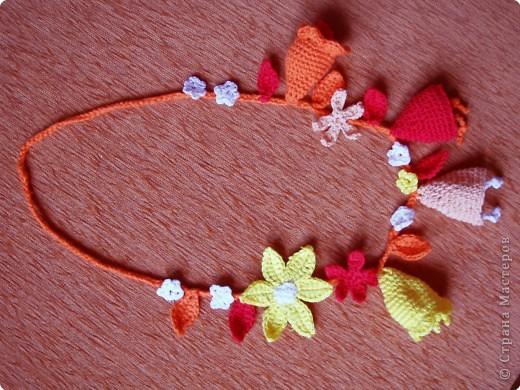 Люблю вязать крючком (раньше вязала всякие кофточки). Но в этом году увлеклась цветами.  Это шапочка для годовалой племянницы. Должна была быть похожа на колокольчик, но, по-моему, больше похоже на голубую ягоду. фото 4