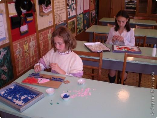 Одна работа уже готова! Её выполняли девочки 5-6 классов в моей российской  школе и школе - интернате, где я работаю 1 день. Так уж хотелось быстрее увидеть красоту. И маки у нас удались! фото 5
