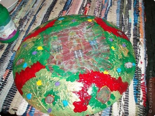 Алина делала тарелку в новогоднем стиле. Почему в новогоднем? Потому что из всех салфеток ей приглянулся щелкунчик. Перед началом обезжириваем тарелку с обратной стороны, любым моющим стекло средством. фото 12