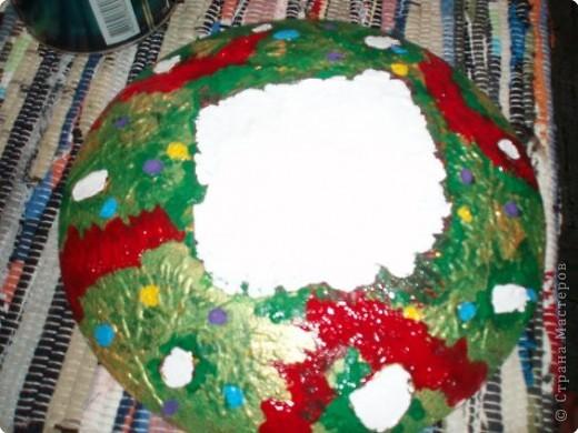 Алина делала тарелку в новогоднем стиле. Почему в новогоднем? Потому что из всех салфеток ей приглянулся щелкунчик. Перед началом обезжириваем тарелку с обратной стороны, любым моющим стекло средством. фото 13