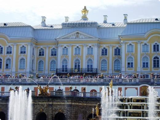 Вот и приехали мы в город Санкт-Петербург, разместились в гостинице и началась череда автобусных и пешеходных экскурсий... фото 2