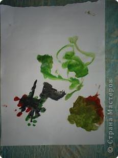 Творение внука. Вот что он увидел на даче: цветы, бабочек (они красного цвета на цветах), солнышко и облака. фото 4