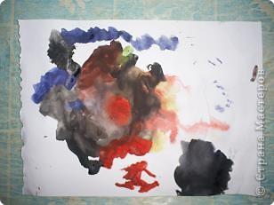 Творение внука. Вот что он увидел на даче: цветы, бабочек (они красного цвета на цветах), солнышко и облака. фото 5